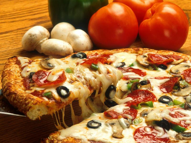 Pizzát az asztalra, ha éhes vagy!
